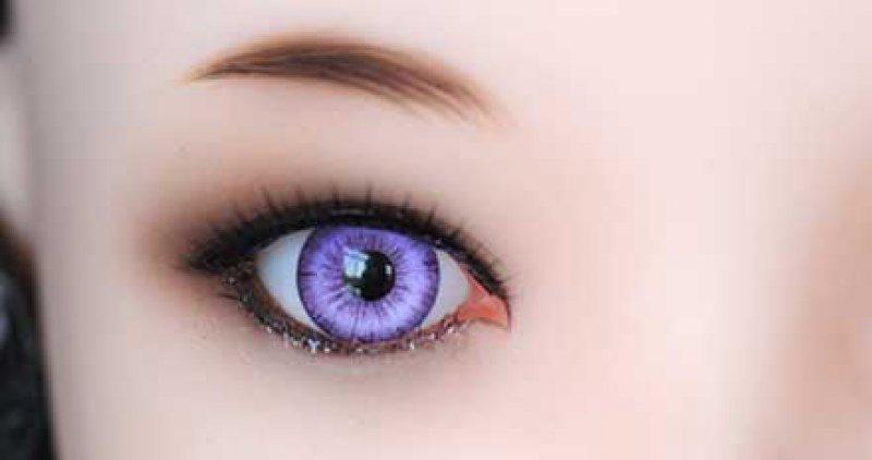 Doll Sweet Purpurfarbene Augen